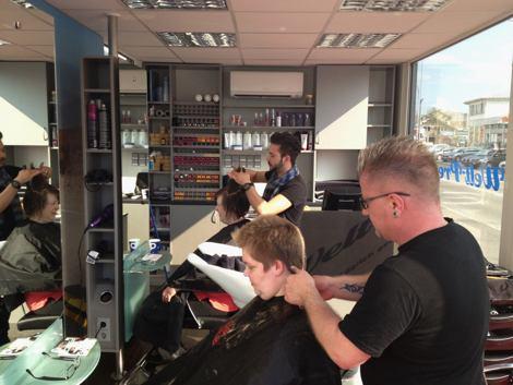 парикмахерская на автозаправке